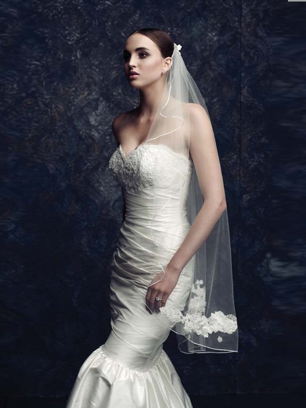 Elegant Tyll With Brodert Bridal Veils