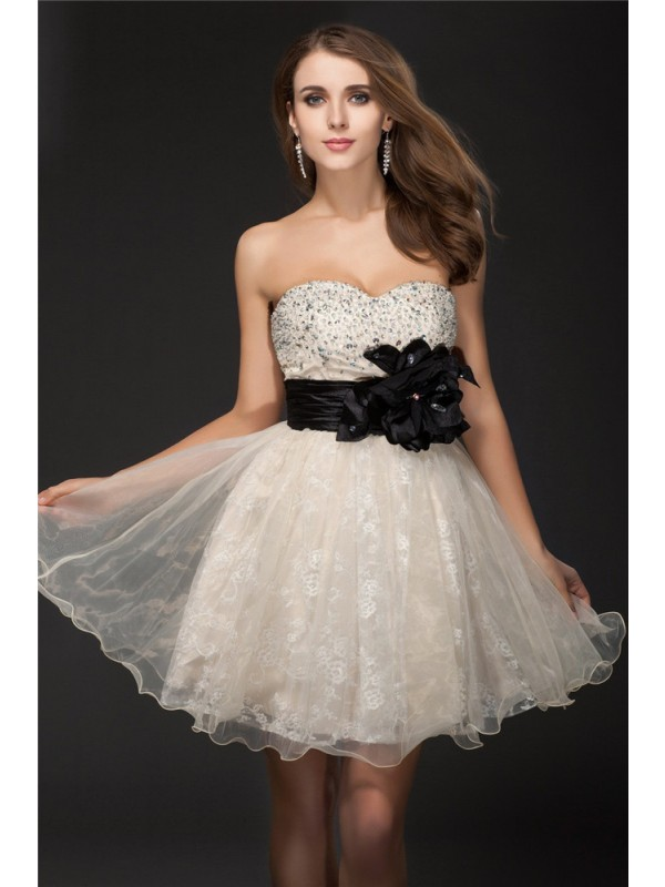 Organza Sweetheart Kort/Mini Elfenben Homecoming Kjoler